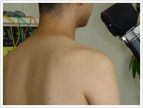 ナノキュアの繊細で温かい蒸気で、筋肉や関節を緩めていきます。